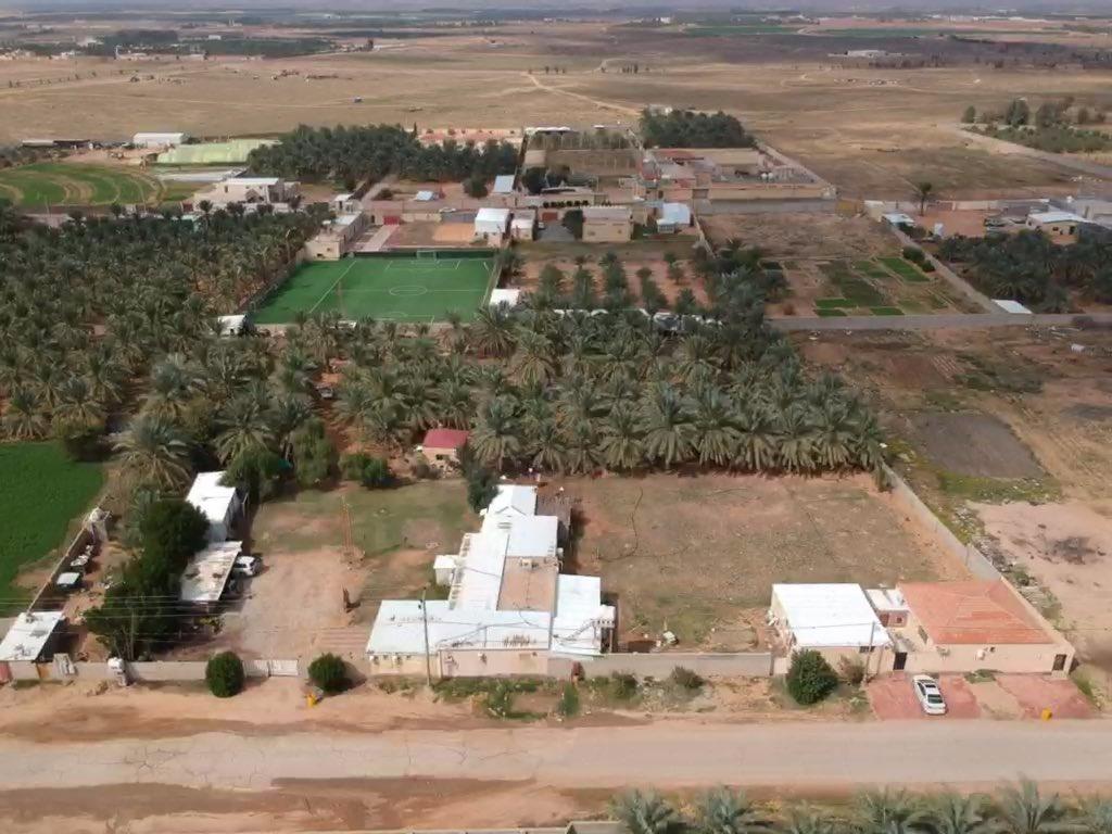 للبيع استراحة مملوكة بصك شرعي الموقع: شرق #البكيرية ( مليحة ) المساحة: 9947.6م