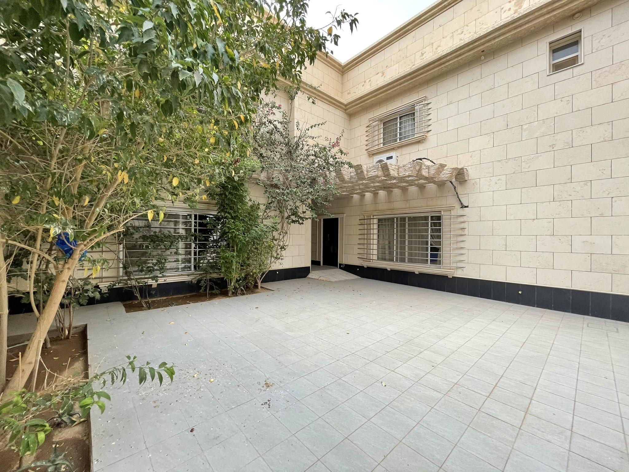 للبيع فيلا سكنية فاخرة ( بناء شخصي )  تقبل البنك العقاري الموقع: #البكيرية حي المنار